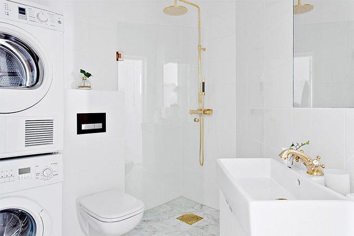 Badrum till symmetri - Marmor, vit och guld